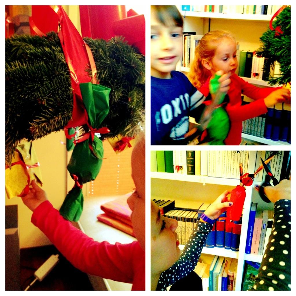 Die ersten Päckchen werden abgeschnitten: ein rotes, ein grünes, ein goldenes. Kinderglück!