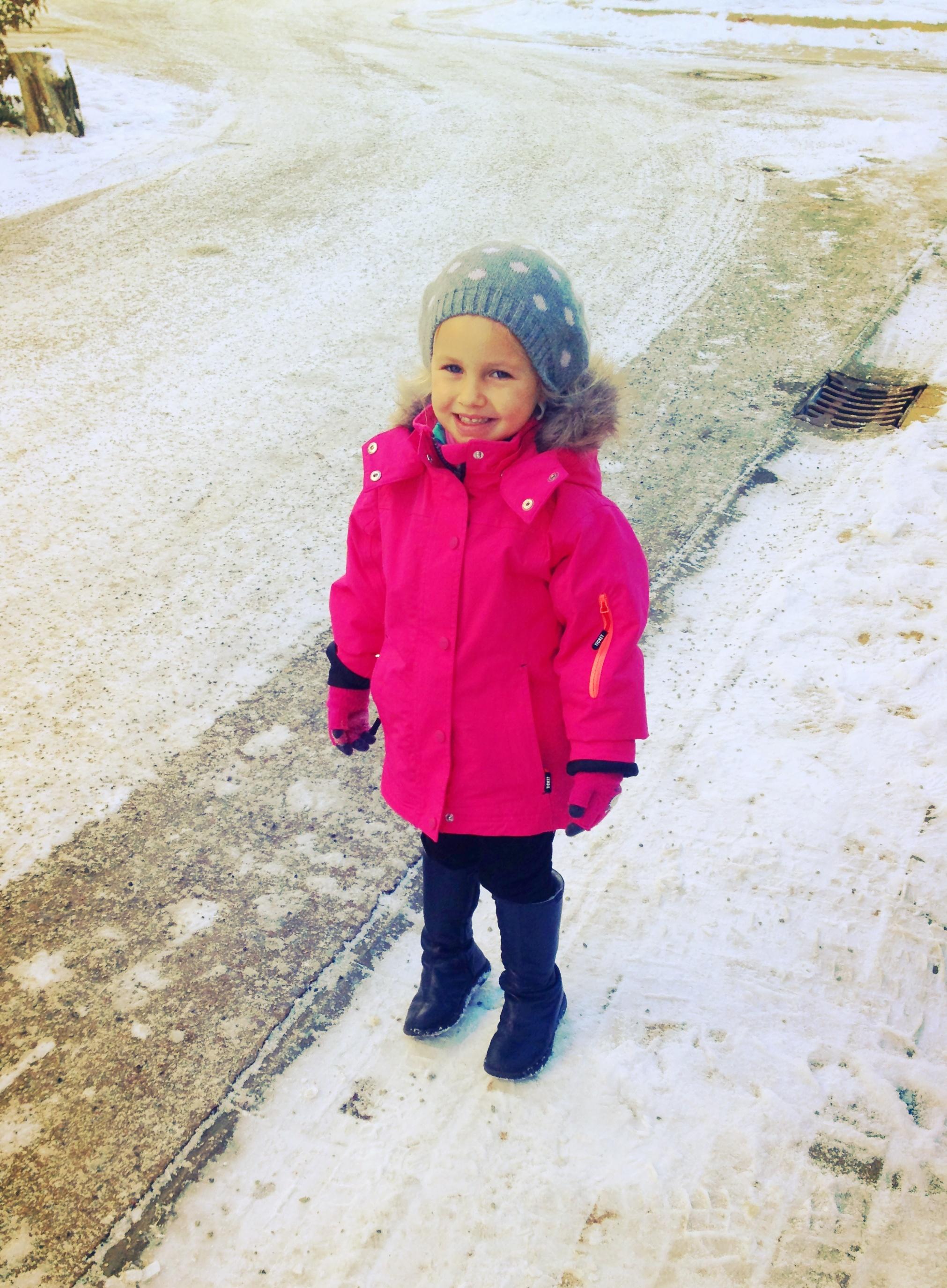 Dann hab ich mein Goldkind aus der Kita geholt. Glückliche Schneemaus!