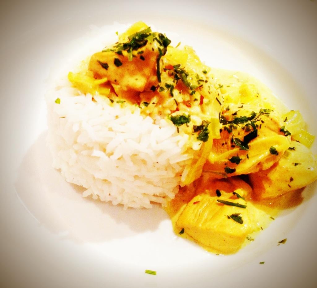 """Voilá: Herzensmädchens erstes, selbstgemachtes """"Reistässchen"""", fertig mit appliziertem Curry. Lecker!"""