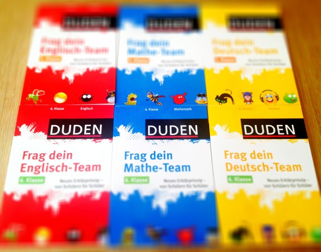 """Alle Bände der neuen Duden-Reihe """"Frag dein Team""""."""