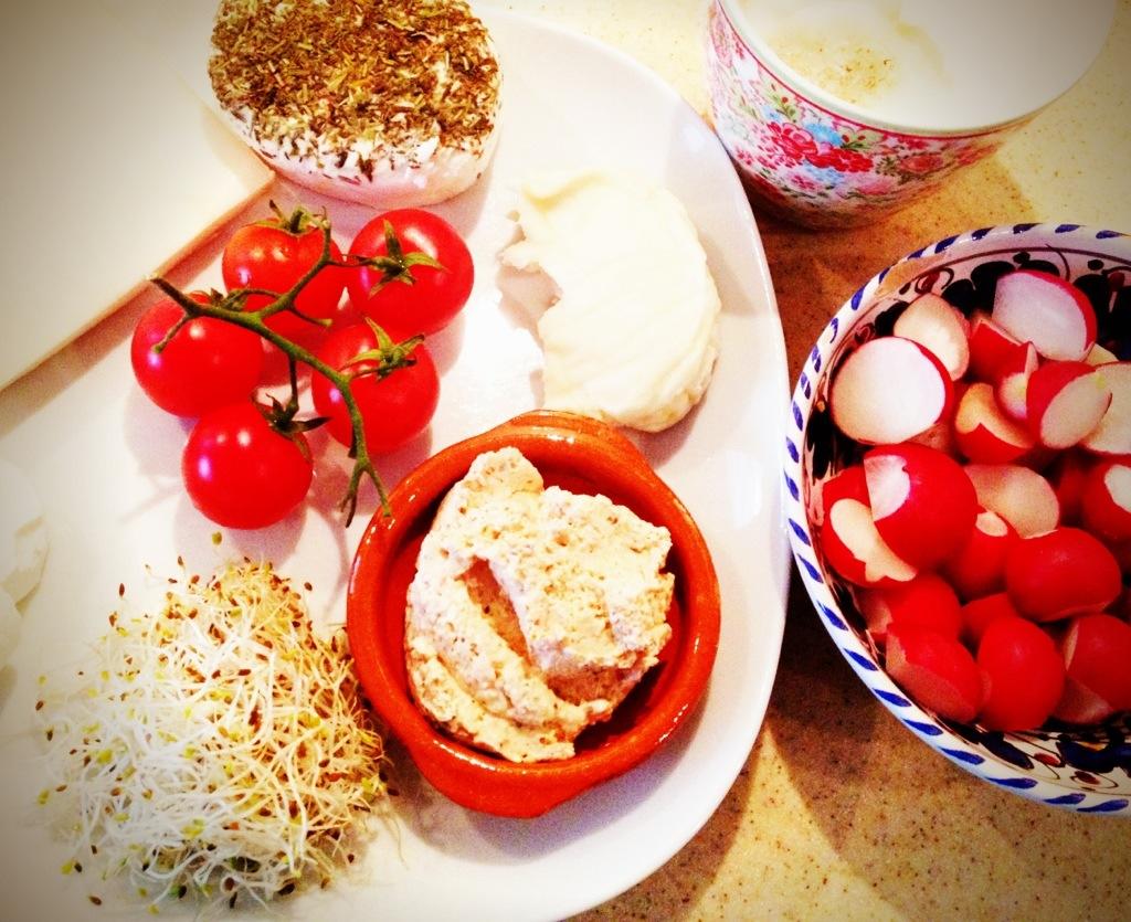 Ein spätes Freundinnenfrühstück: cheese-heaven!