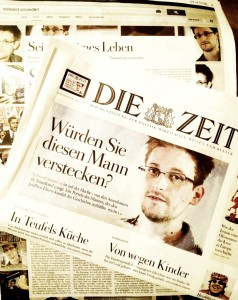 """Fotografie der aktuellen Nummer der ZEIT mit Edward Snowden auf dem Titel und der Schlagzeile """"Würden Sie diesen Mann verstecken?"""""""
