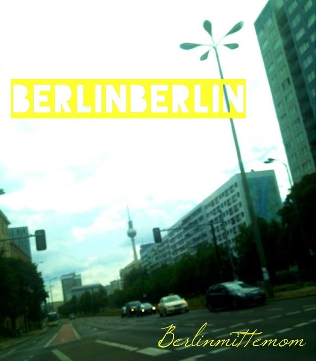 Kreuzzung in Berlin mit Fernsehturm