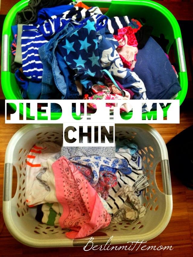 Wäschekörbe voll Wäsche