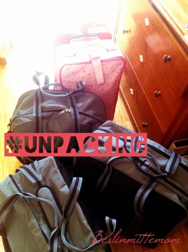 Taschen und Koffer, unausgepackt.