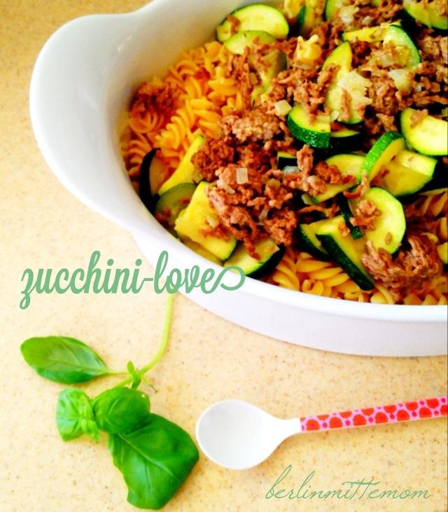 Grüne Liebe: Zucchini und Kräuter