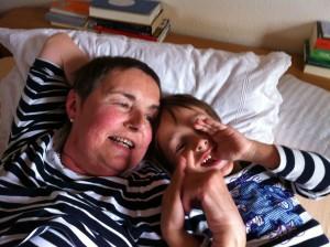Mutter mit dem Lieblingsbub, 10 Wochen vor ihrem Tod. Brustkrebs, Vorsorge, Mammographie.