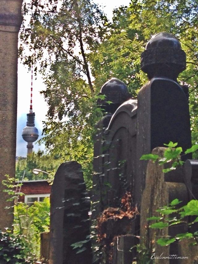 Streifzug, Friedhof, Fernsehturm, Berlin, TV Tower,