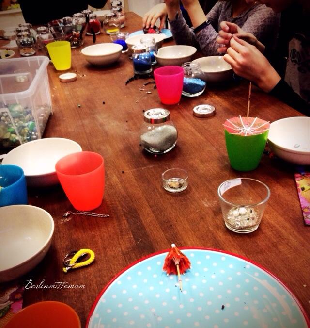 Perlerei Berlin, Friedrichshain, Perlenschmuck gestalten mit Kindern, offene Perlenwerkstatt