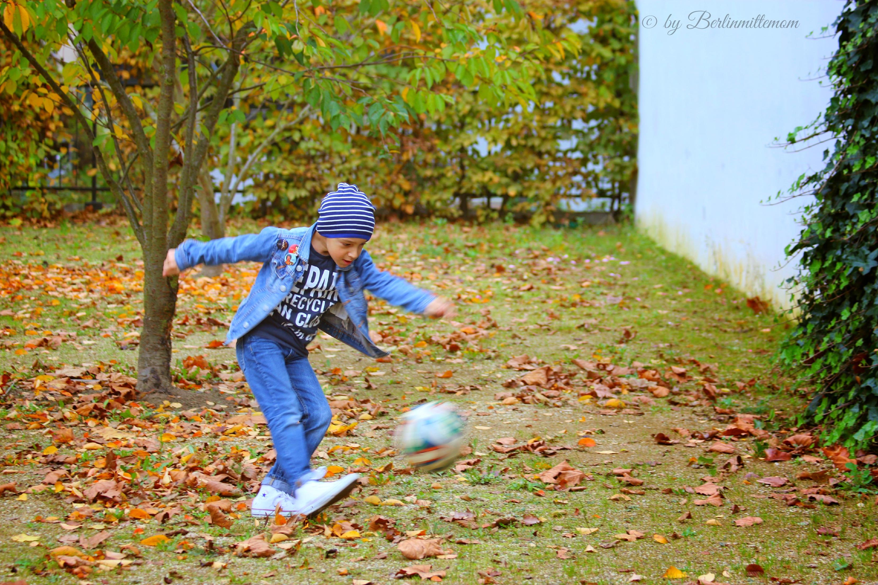 Berlinmittekids, Herbstshooting, Libero, Fußball spielen