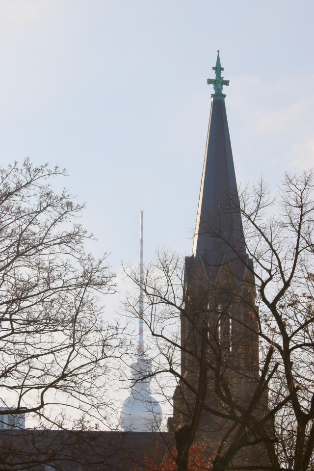 Sonntagsspaziergang, Sonne, Berlin, Familie, Berlinmittemom, Fernsehturm, Telespargel, TV Tower, Kinder, Berlinmittekids