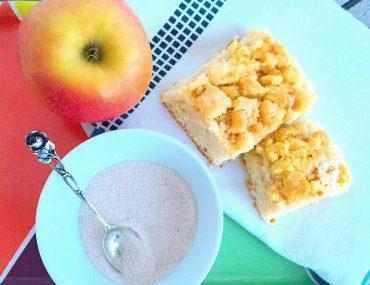 Apfel-Streuselkuchen mit Zimt, Blechkuchen, Rezept, Backen mit Kindern