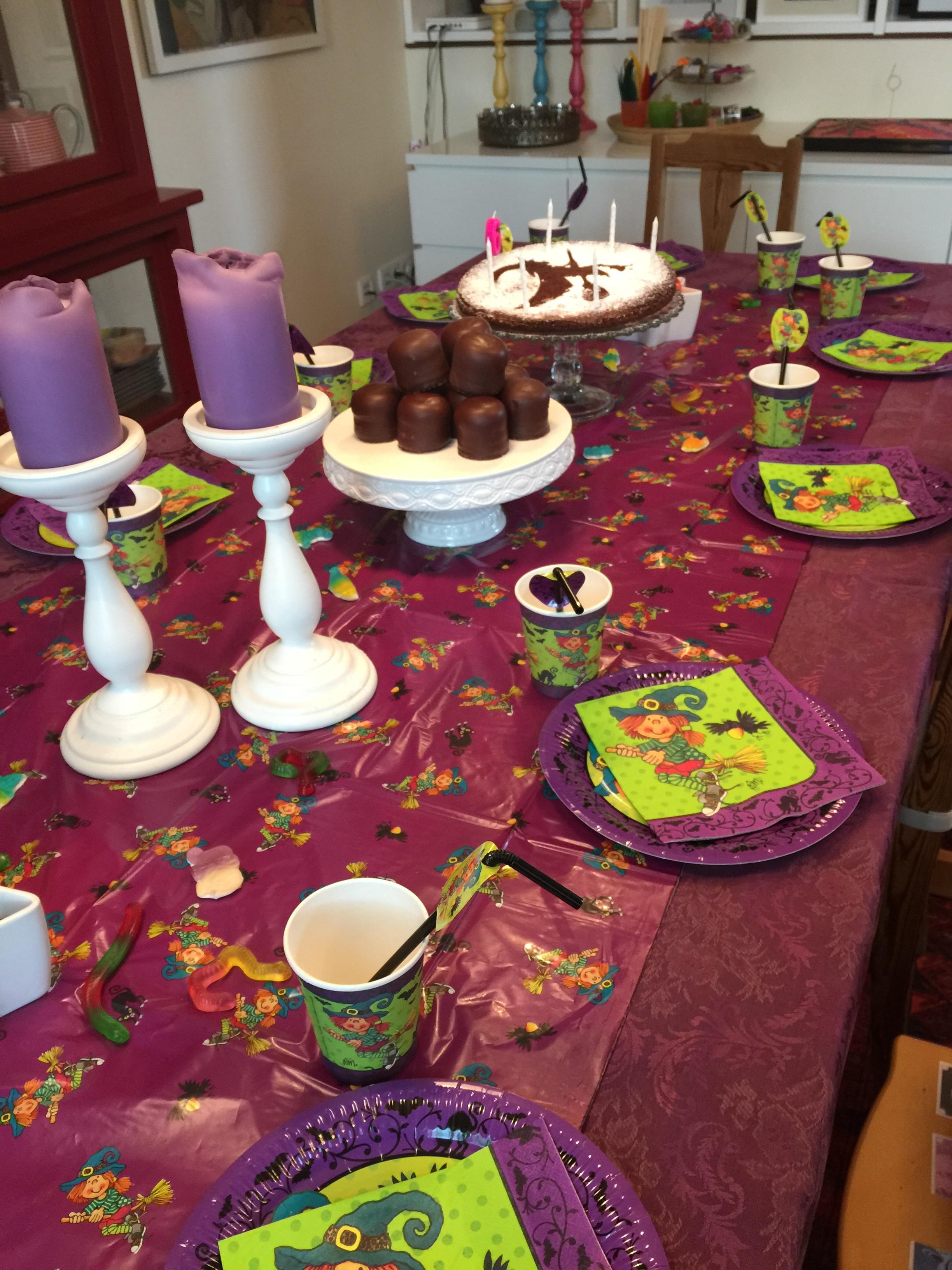 zauberstäbe & stockbrotfeuer ::: hexengeburtstag mit 10 kleinen, Einladung