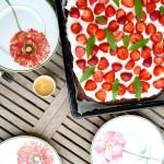 leider geil ::: erdbeer-brownie mit mascarponecreme und zitronenverbene