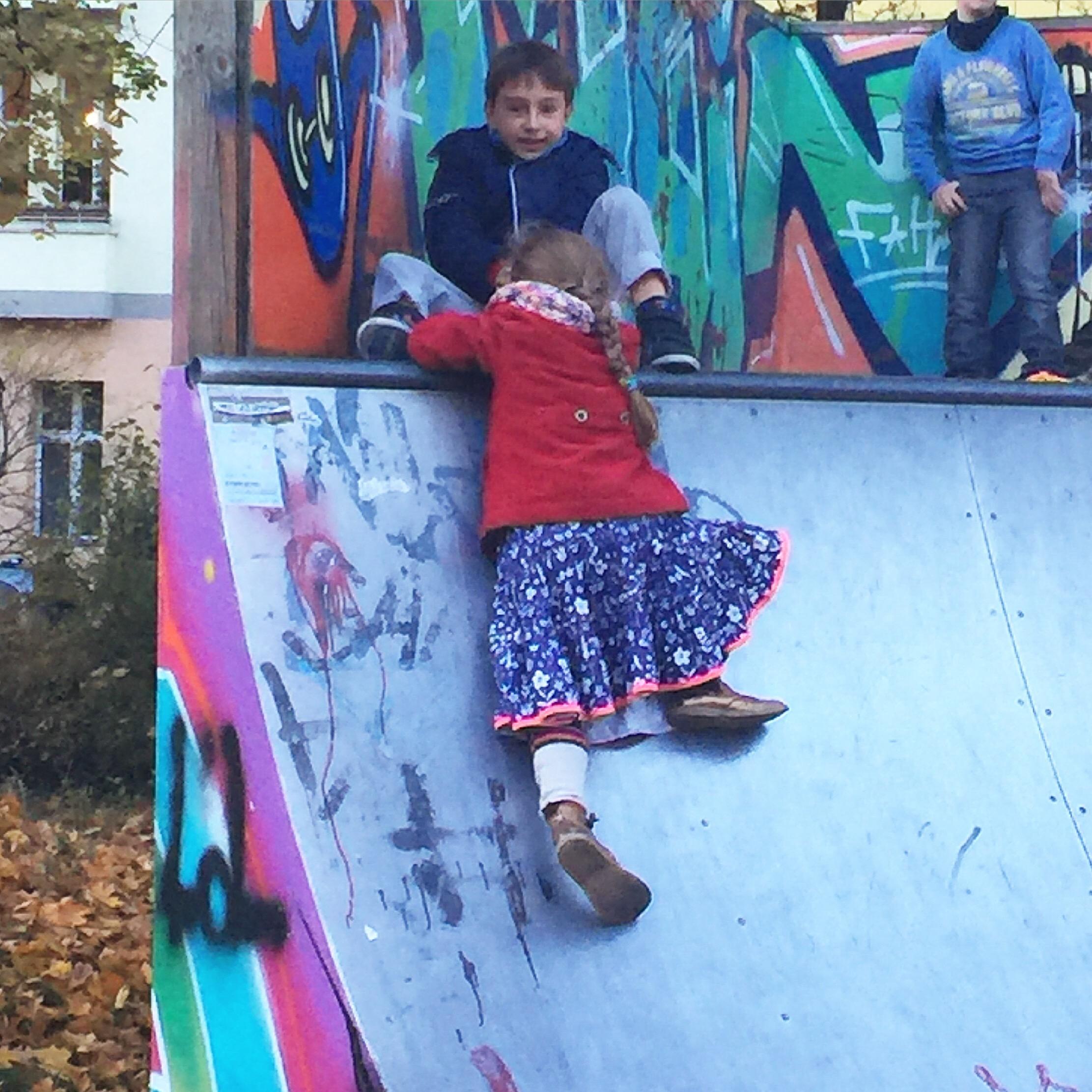 Wochenende in Bildern, Spaziergang, Halfpipe, Friedrichshain, Kinder, Leben mit Kindern, urban childhood, Berlin, Alltag, Herbstferien in der Stadt, Stadtkinder