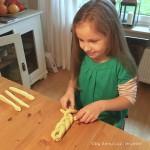 schnelle osternester aus hefeteig ::: backen mit kindern