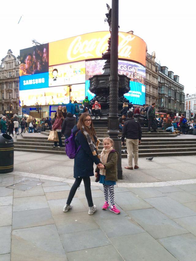 London mit Kindern, Picadilly Circus, Berlinmittemom, Reisen mit Kindern, Reiseblogger, Mamablog, Leben mit Kindern, Familienreise