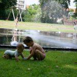 Planschen in Berlin, Wasserspielplatz, Ostberlin, Weißensee,