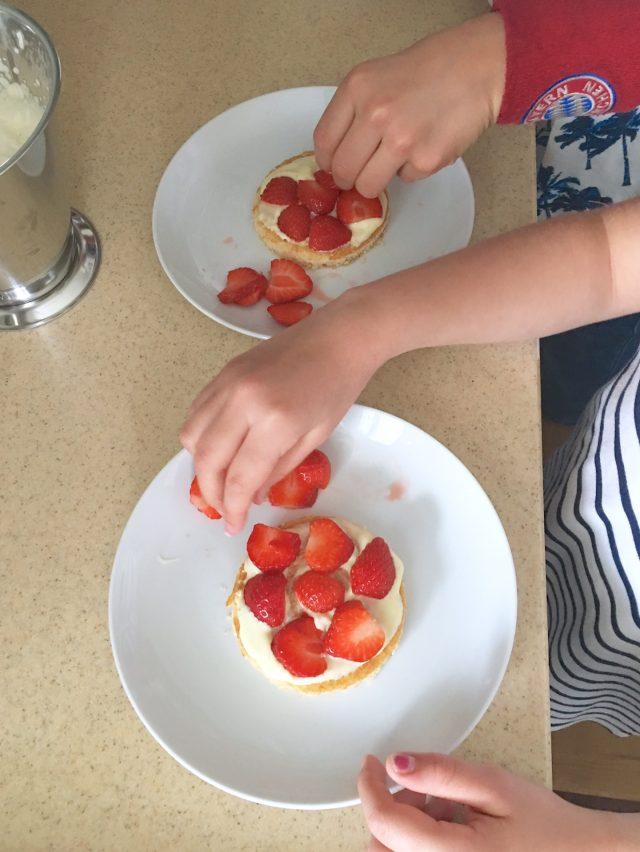 Backen mit Kindern, Kochen mit Kindern, Familienbackbuch, Rezept, Mamablogger, Quatsch mit Soße, Leben mit Kindern,
