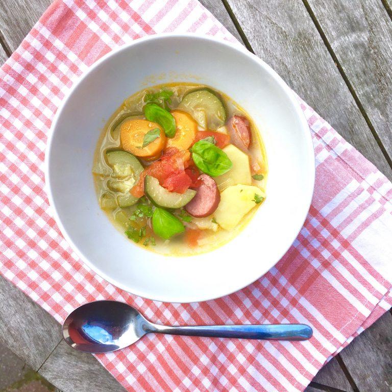 Minestrone mit Pesto, Suppe, Sommersuppe, Rezept, Familienrezept, Kochen für Kinder, Essen mit Kindern