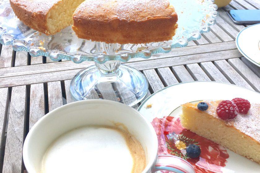 Zitronenkuchen, Rezept, einfach, Familienrezept, locker, Biskuit, backen mit Kindern, aus meinem Backbuch, hell's kitchen, Mamablog, Foodblog