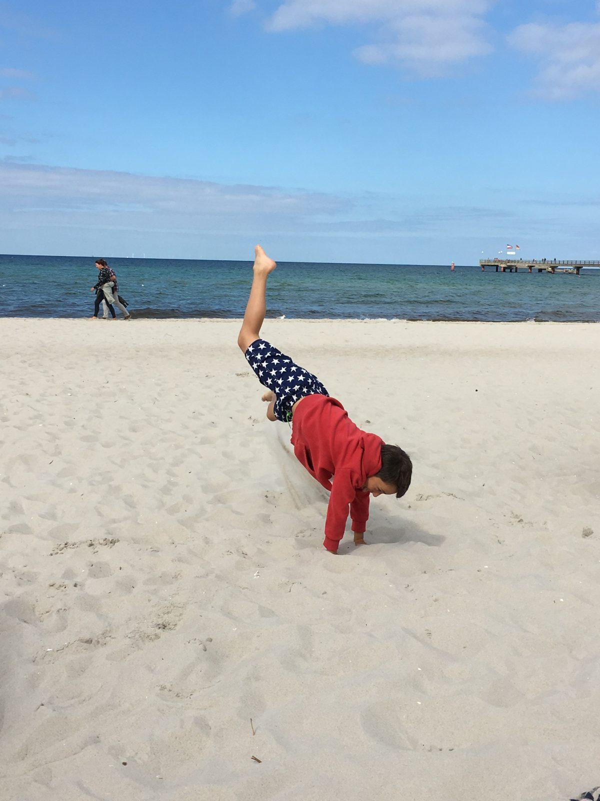 Erziehung, was Erziehung bedeutet, Kindermund, Mamablogger, wieso Erziehung, Regeln, Orientierung, Elternsein, Leben mit Kindern, erziehen, Geborgenheit, Konsequenzen, Strenge, darf ich mit meinem Kind Schimpfen