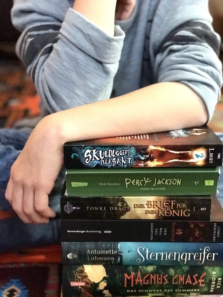 Buchtipps für Jungen, Lesetipps, book love, Zehnjährige, Kinderbuch, Leseratte, lesen macht schlau, leben mit Kindern, Abenteuer, Potter, selber lesen, Buchwelten, Entwicklung, Kinderbuchklassiker, Neuheiten