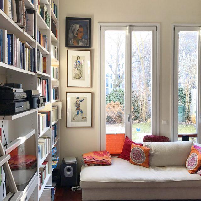 Leben mit Büchern - Bücherregal im Wohnzimmer