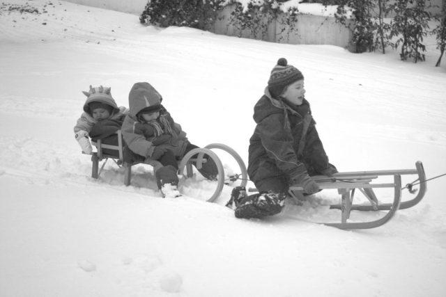 Erinnerungen, Mamasein, Sentimentalität, kleine Kinder, Schulkinder, leben mit Kindern, Familienleben, Schnee, Rodeln, Kindheit