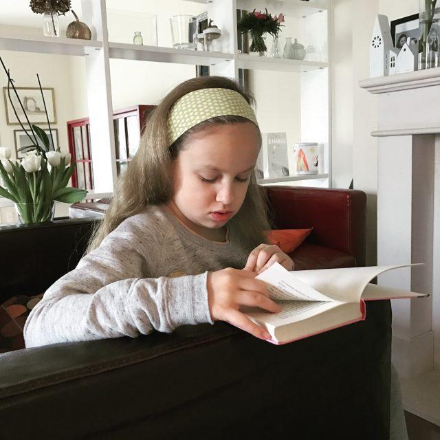 Lesen macht glücklich: das Goldkind aus dem Hause Berlinmittemom mit neuem Buch