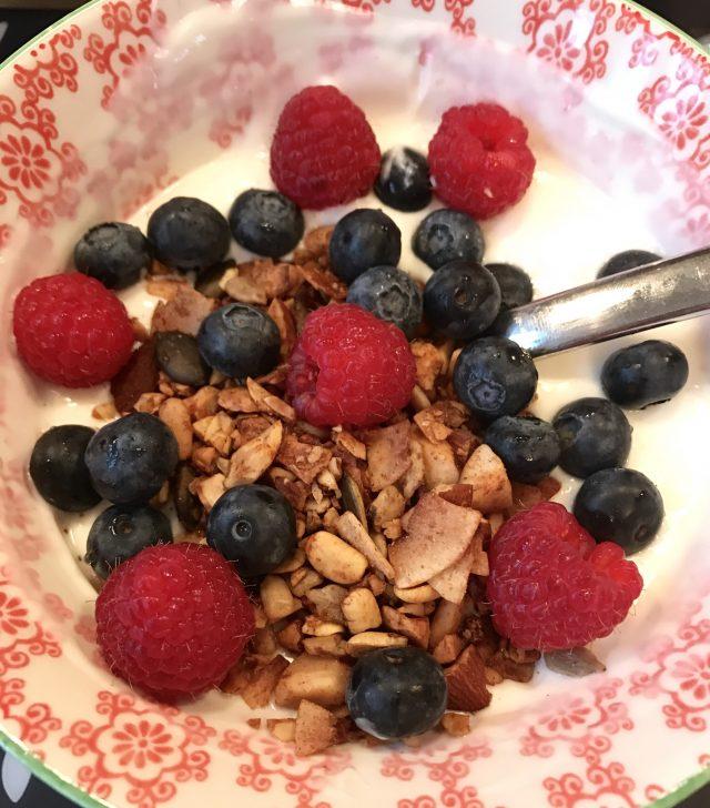 Obst mit Granola