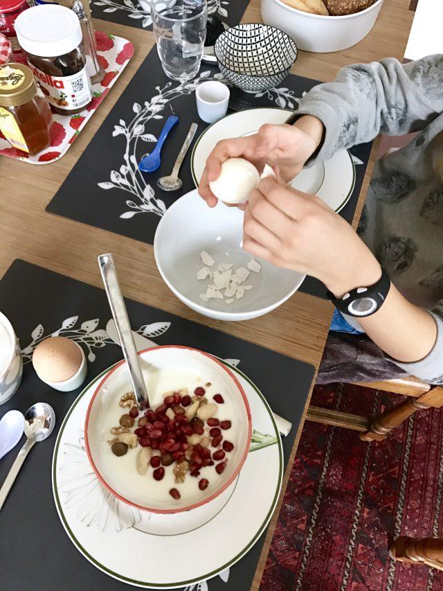 Sonntagsfrühstück mit Obst und Ei | Berlinmittemom.com