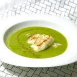 Low-Carb-Rezept: Erbsen-Ingwer-Suppe mit Fischfilet | Berlinmittemom.com
