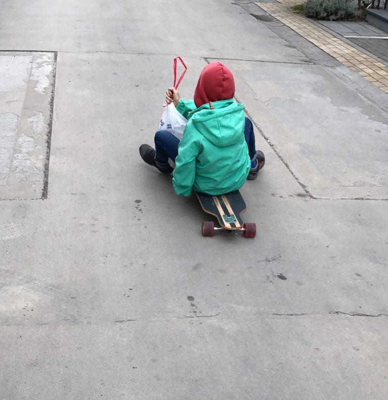 Kids on Longboards | Berlinmittemom.com