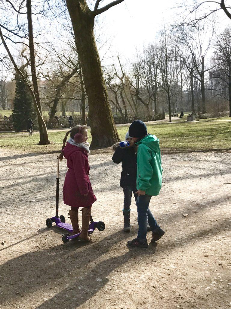 Berlinspaziergang mit Kindern durch den Volkspark Friedrichshain