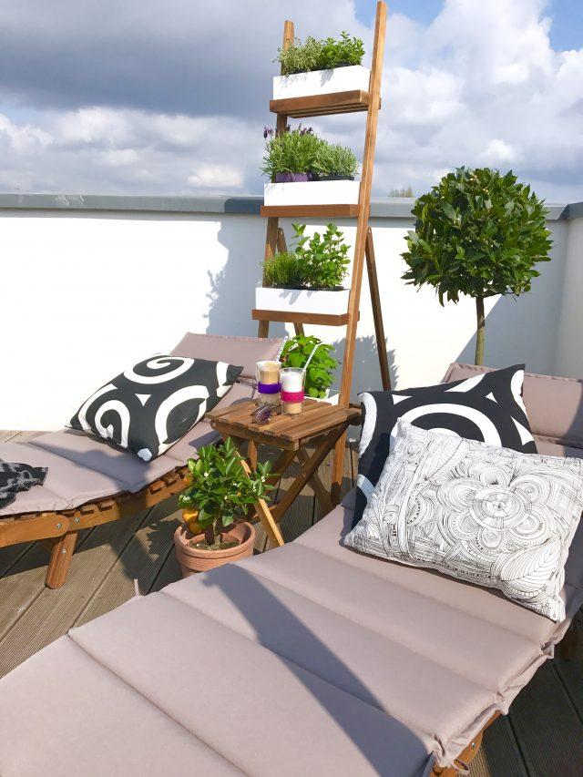 Sonnenliegen auf der Dachterrasse | Berlinmittemom.com