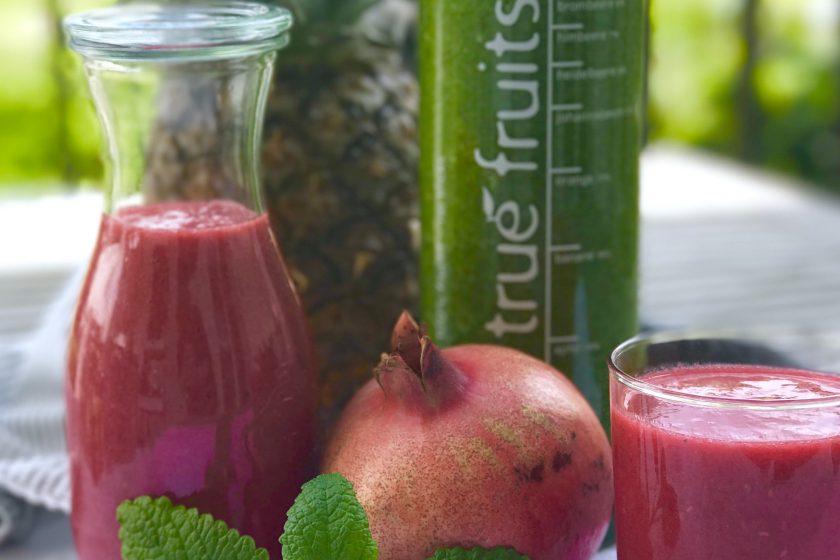 Granatapfel Smoothie mit Beeren und Ananas | Berlinmittemom.com