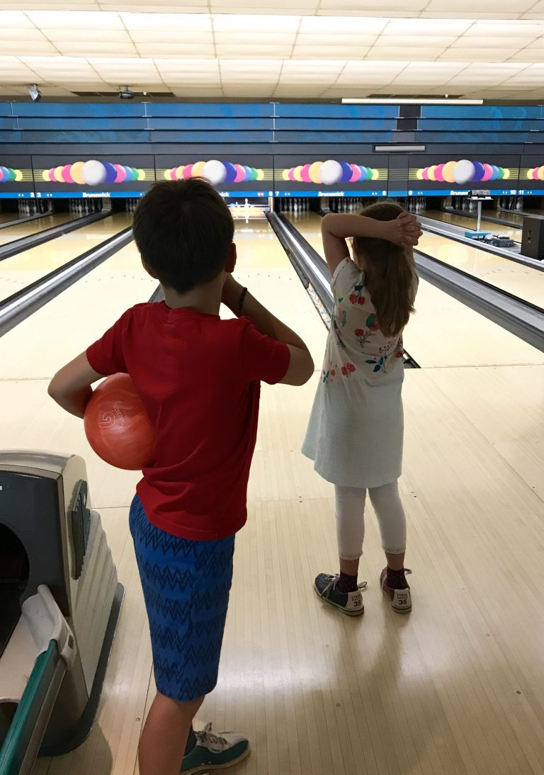 Ferien mit Kindern in Berlin: auf der Bowlingbahn | Berlinmittemom