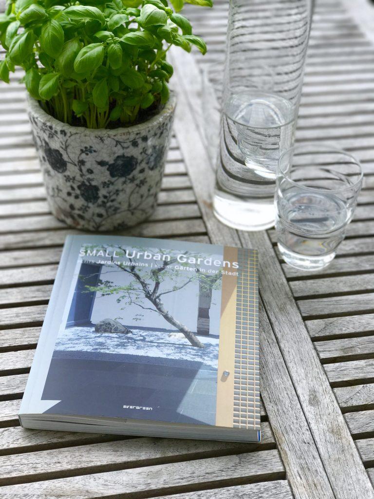 Lieblingsbuch für die Freitagslieblinge: Small urban gardens | Berlinmittemom.com