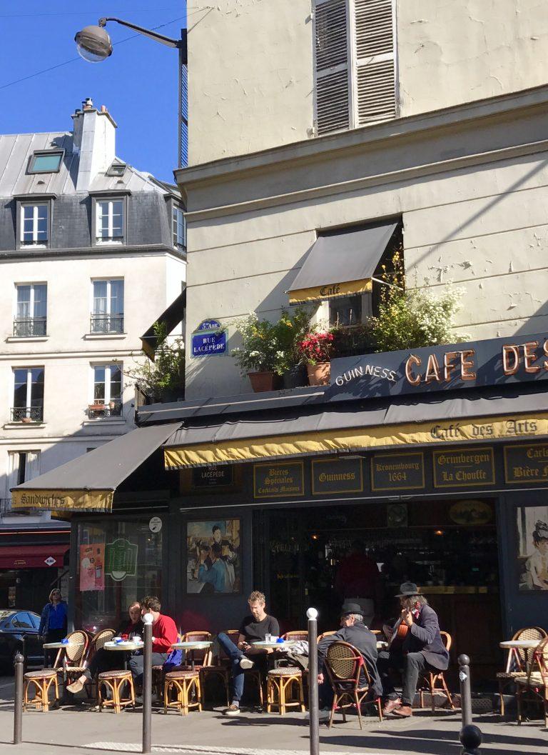 Straßencafé im Quartier Latin | Berlinmittemom.com