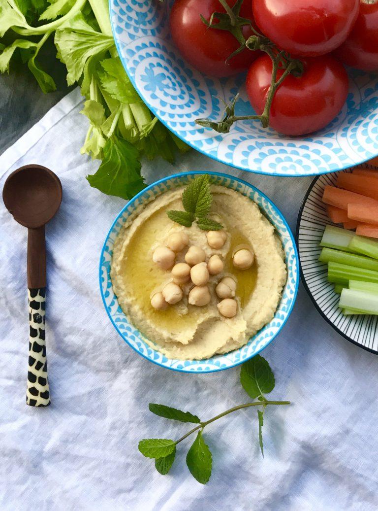 Selbstgemachter Hummus mit Rohkost | Berlinmittemom.com