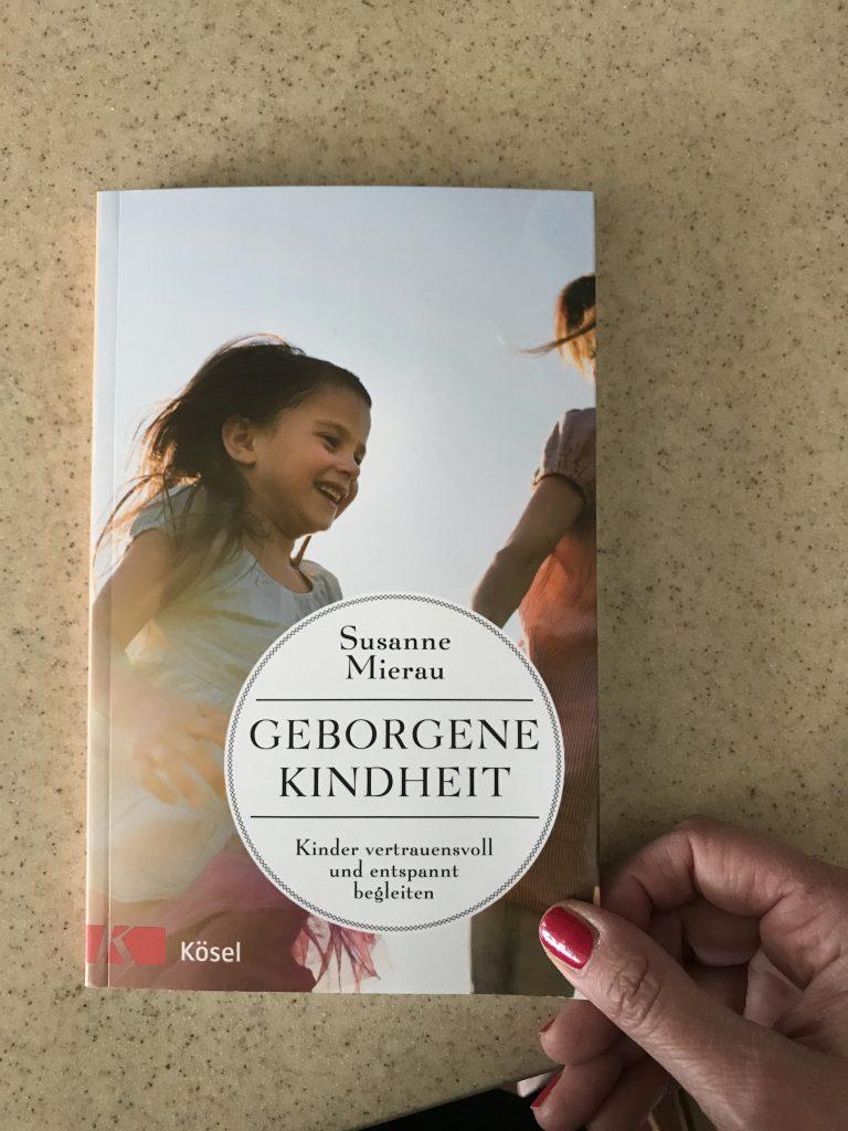 Freitagslieblinge: Geborgene Kindheit von Susanne Mierau | Berlinmittemom.com