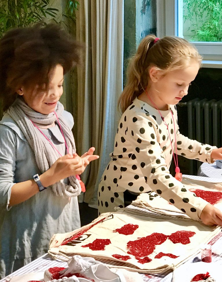 DIY mit Kindern: Stofftaschen verzieren | berlinmittemom.com