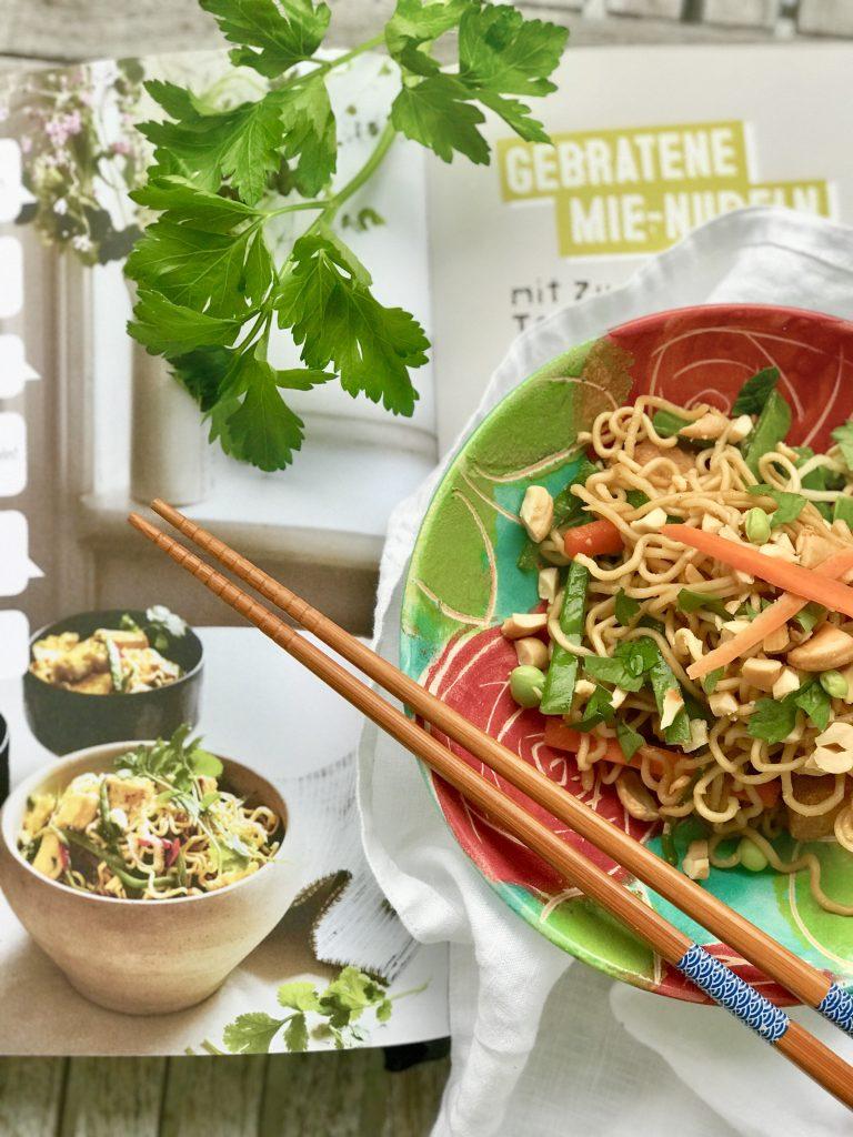 Mie-Nudeln mit Tofu aus dem Familienkochbuch von Edeka | berlinmittemom.com