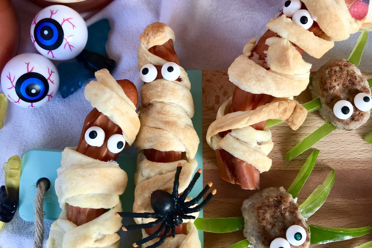 Halloween-Snacks: Würstchenmumien | berlinmittemom.com