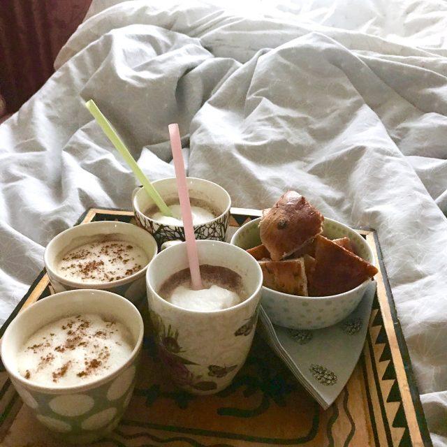 Familienfrühstück im Bett | berlinmittemom.com