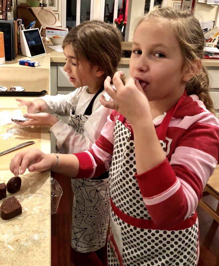 Schokoladenkekse zu Weihnachten backen | berlinmittemom.com