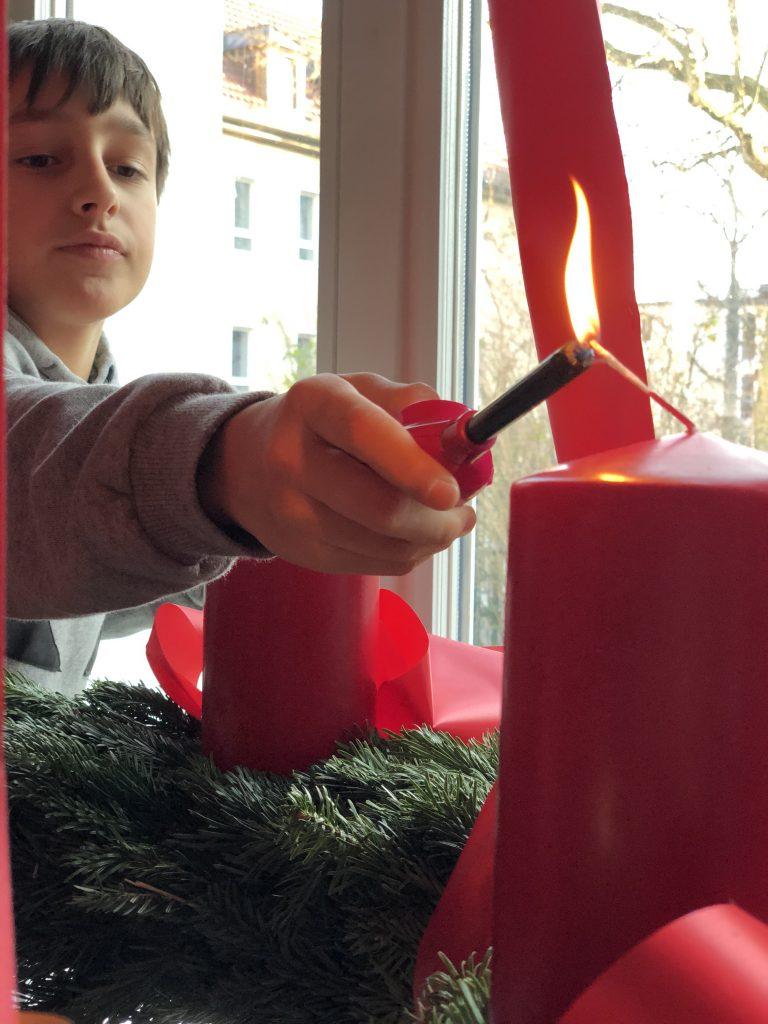 Erste Kerze am Adventskranz | berlinmittemom.com