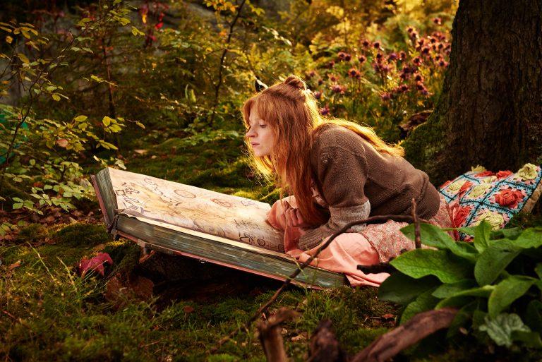 Die kleine Hexe (Karoline Herfurth) übt Zaubersprüche | berlinmittemom.com