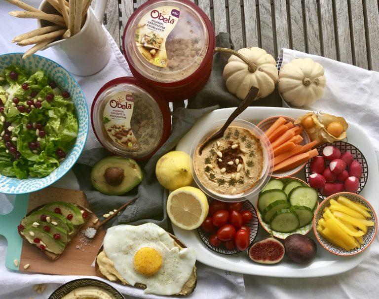 Obela Hummus, Elternhacks, Hummus, Wochenende, Freitagslieblinge, weniger Regeln mehr Kuscheln, Fußbodenpicknick für alle